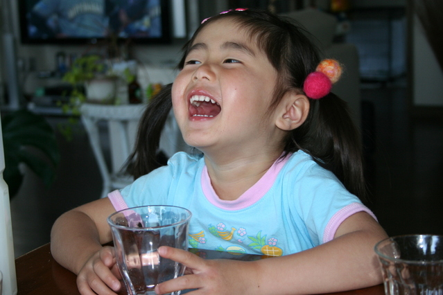 japanese-girl-laughing-1433983-639x426